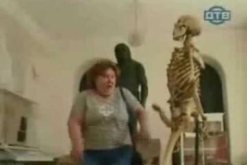 Das Skelett zeigt Reaktionen