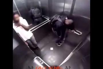 Im Fahrstuhl kann viel passieren